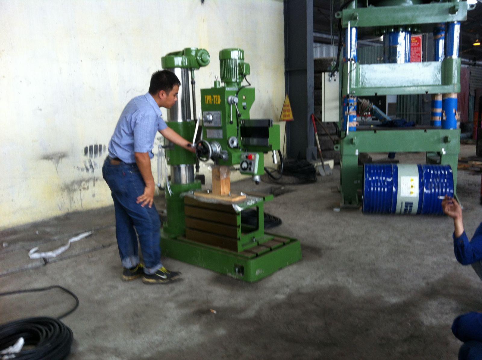 Lắp đặt máy xưởng cơ khí
